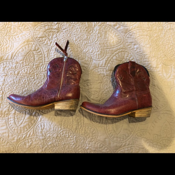 12fcf815ba8 Dingo red short zip cowboy boot women's size 7